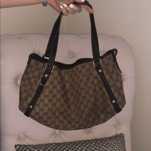 GUCCI authentic mid size handbag great condition